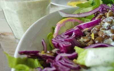 Salade de lentilles et choux rouge. Sauce légère citronnée, au Tahin et soja. (vegan, sans gluten)