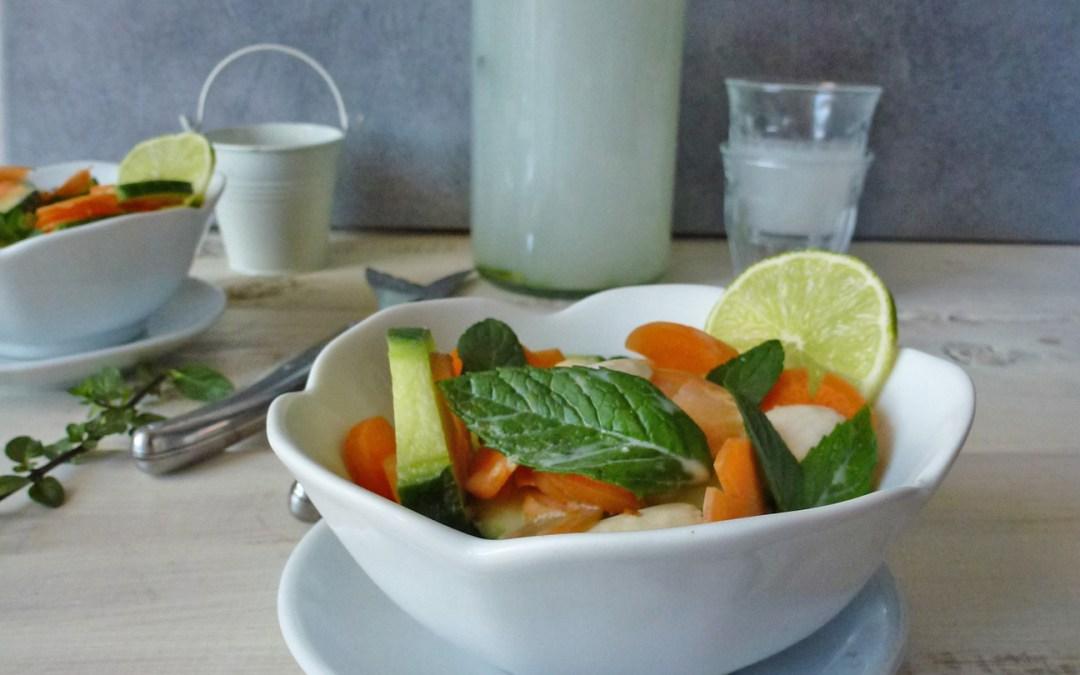 Eau rafraichissante parfum coco, menthe, citron. Salade toute simple de concombre, carottes, amandes…