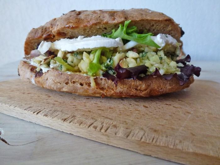 sandwich-aux-amandes-basilique-chevre-vegetarien-par-kiwi-forme-1