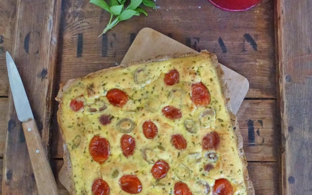 Tarte aux tomates cerise, basilic, féta et olives vertes ( sans gluten, allégée, pâte à tarte sans matière grasse ajoutée )