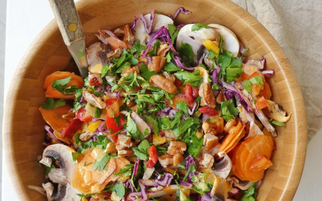 Salade survitaminée avec sa sauce légère au lait de sésame et baies de goji…