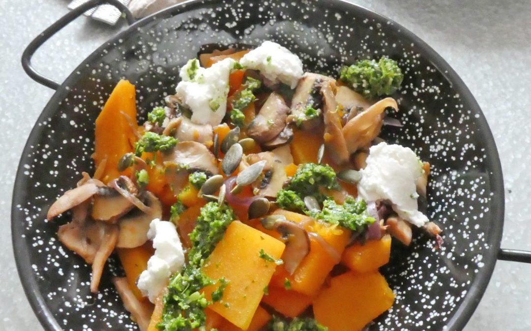 Poêlée de butternut et champignons accompagnée d'un pesto de roquette aux graines de courge  ( vegan ou pas, sans céréales, sans gluten )