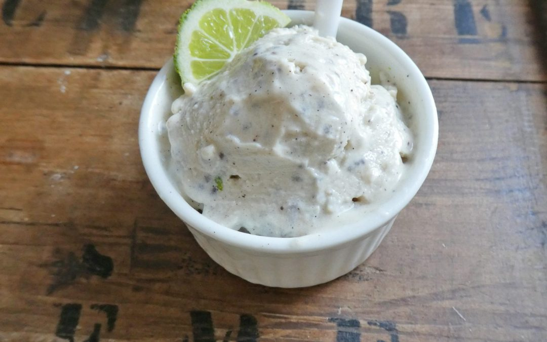 Glace au yaourt et crème de soja,  citron, graines de chia. Sucrée à la stevia  ( Faible index glycémique, vegan, léger )