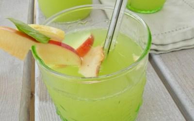 Boisson au concombre, pomme, citron, basilic. Rafraichissante, délicieuse et détox ;-)