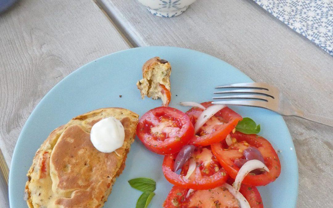 Pancake vegan aux tomates, basilic et olives noires