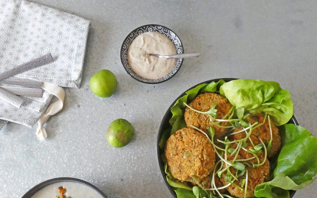 Galettes de légumes aux pois chiche, quinoa, et petits pois ( vegan, sans céréales, sans gluten ). Velouté de chou-fleur au fromage de chèvre et pois chiche braisés.