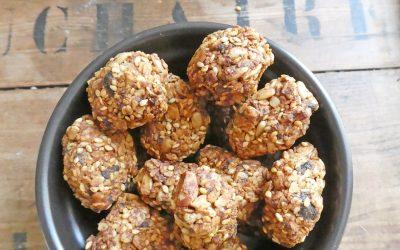 Petits encas croquants aux flocons d'avoine, noisettes et sésame ( très peu sucré, vegan )