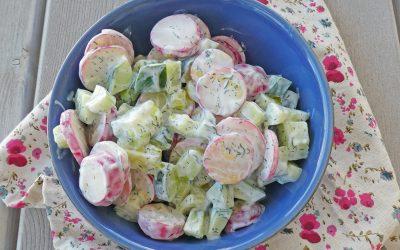 Salade de concombre et radis à l'aneth. Sauce légère aux yaourts de soja  (sans céréales, léger, vegan ou pas)