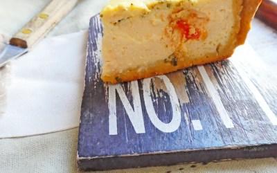 Quiche à la brousse de brebis, tomates, basilic, sur une pâte légère à la farine de pois chiche ( Sans gluten, allégée en matière grasse, index glycémique bas ).