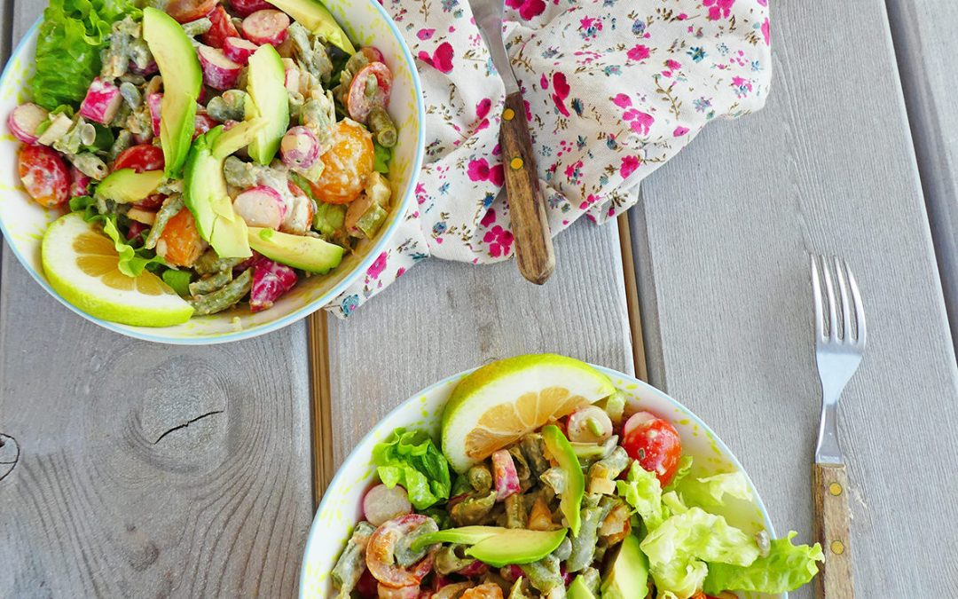 Salade de légumes, sauce au sojami ( Sans céréales, vegan )