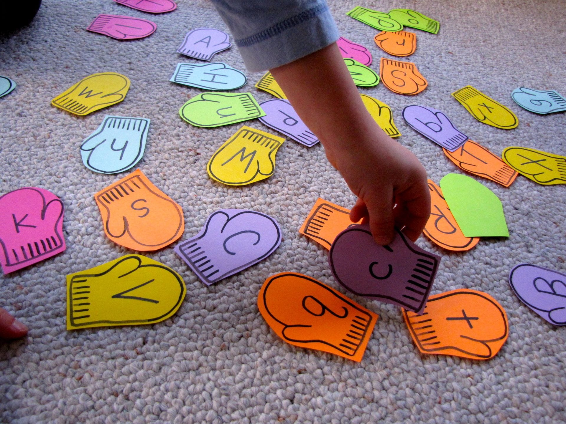 Mitten Match Uppercase And Lowercase Alphabet Game