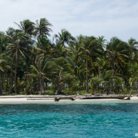 Sailing through the San Blas Islands on the Nacar 2