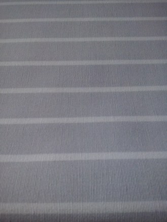 tissu gris rayé blanc