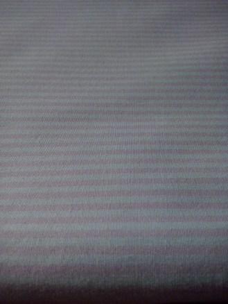 tissu rose rayé blanc