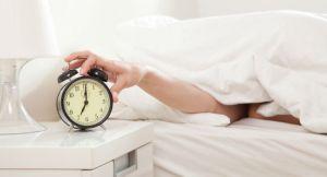 低血圧,朝,つらい,理由,楽に起きる,起き方
