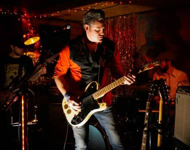 Shot live at the Eighth Street Taproom on 2015-05-21