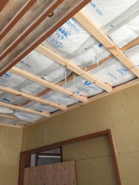 3.天井に断熱材入れ
