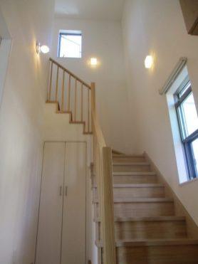 玄関からの玄関からの吹抜け階段吹抜け階段