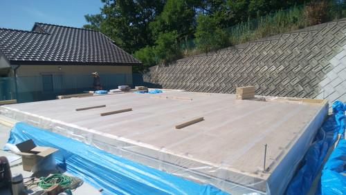 土台の上に28㎜の合板を施工