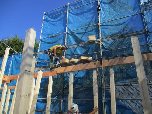 鳶工は高所作業も安全に行います。
