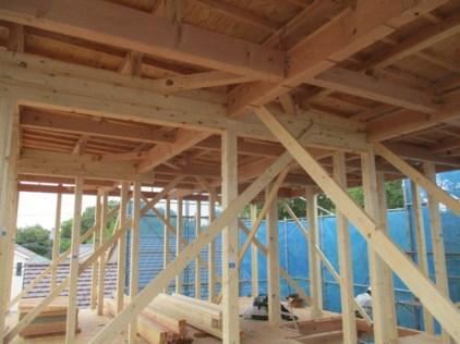 柱・梁が組みあがり、部屋の大きさがわかります。