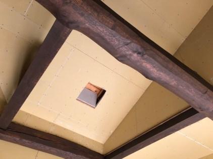 ストーブの煙突穴