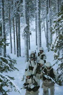 Tjänsten vintertid bjuder på stora utmaningar som kräver en bra vinterutbildning. Foto: Försvarsmakten.