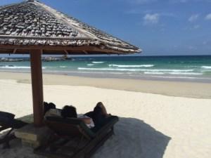 ●_仕事はビーチで寝そべって