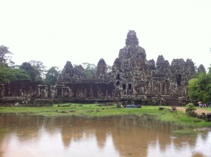 古代遺跡アンコールワットと、カンボジアの子供たち