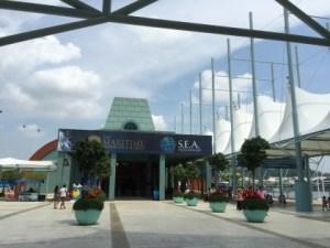 幻想的!子供も喜ぶシー・アクアリウム(S.E.A. Aquarium)水族館
