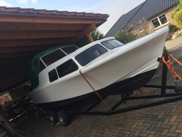So, nun ist das Boot auch wieder von oben dicht!