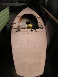 Ein neues Deck wird aus zwei Lagen Sperrholz (geschäftet) verleimt...
