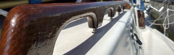Teak Handlauf an Deck mit Rampa-Muffen