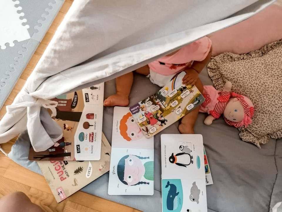książeczki dla małego dziecka, pucio, 100 angielskich słówek, akademia małego człowieka, tipi