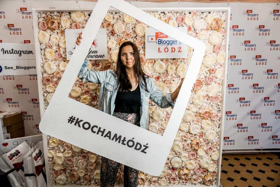 See Bloggers 2019, ściana z kwiatów, kocham łódź