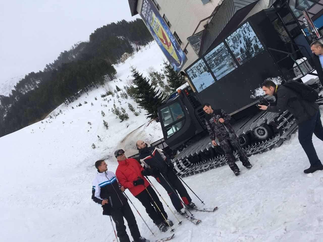 thaci-ne-skijim