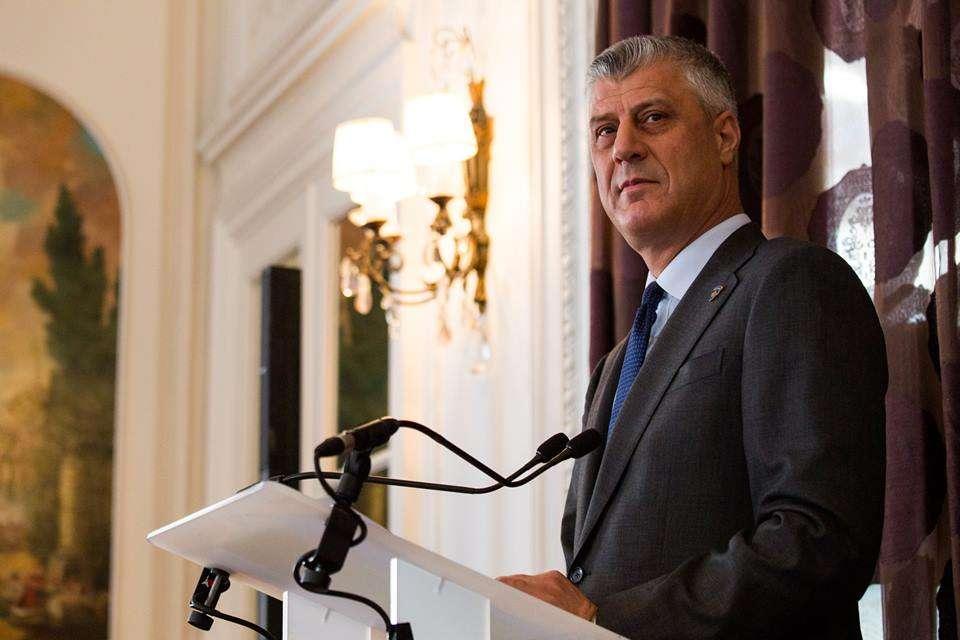 """29214686_1860173887386295_6148824796139356160_o Presidenti Thaçi dekoron me """"Urdhrin e Lirisë"""" ish-kryeministrin francez Alain Juppé"""