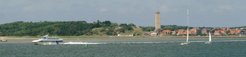 Snelboot Koegelwieck kort na vertrek uit de haven van West-Terschelling