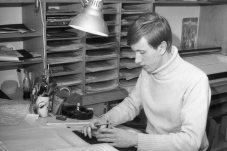 1966-68: Jón Guðmundsson, teiknari á leikmyndadeild.
