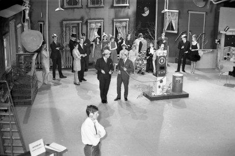 Fyrsta áramótaskaupið - 1966. Tekið upp í einu rennsli því erfitt og tímafrekt var að klippa eftirá.
