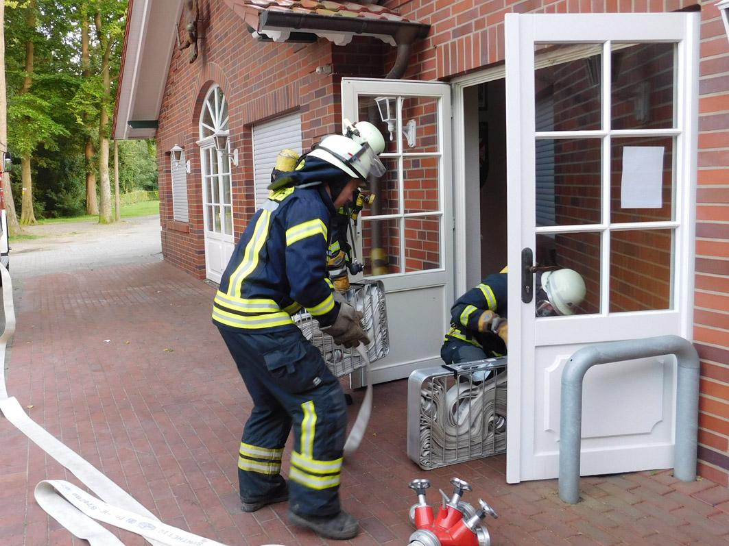 Feuerwehren: 350 neue Jacken plus 350 Hosen