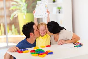 Waarom we kinderen niet teveel moeten complimenteren