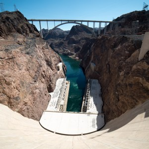 Mike_O'Callaghan–Pat_Tillman_Memorial_Bridge_view_from_Hoover_Dam