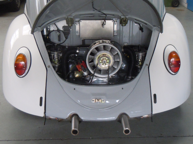 Blick in den Motorraum ohne Ansauggeräuschdämpfer