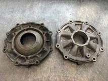 Deckel für Achsantrieb, Pendelachsgetriebe (links) und Schräglenkergetriebe (rechts)