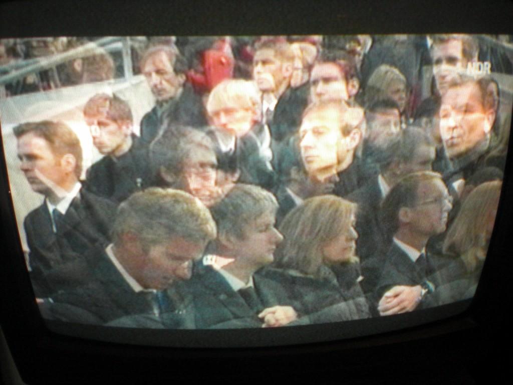 klausens-foto-trauerfeier-robert-enke-hannover-15-11-2009 (4) [1024x768]