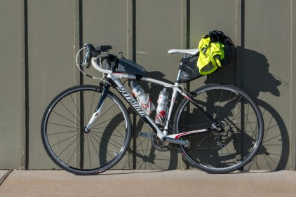 My rather minimalistic setup for this tour, using a top tube and saddle pack by Apidura for luggage space