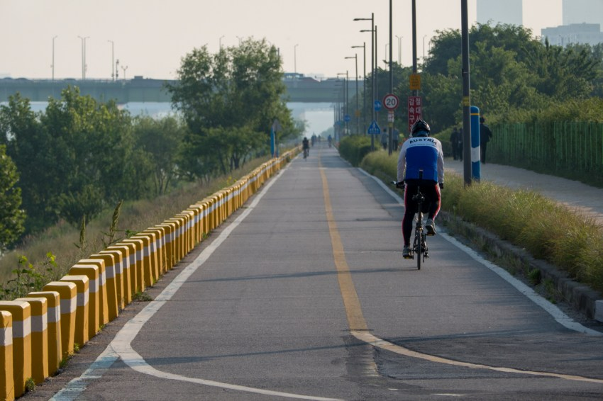 Finding the bike path along the Han River