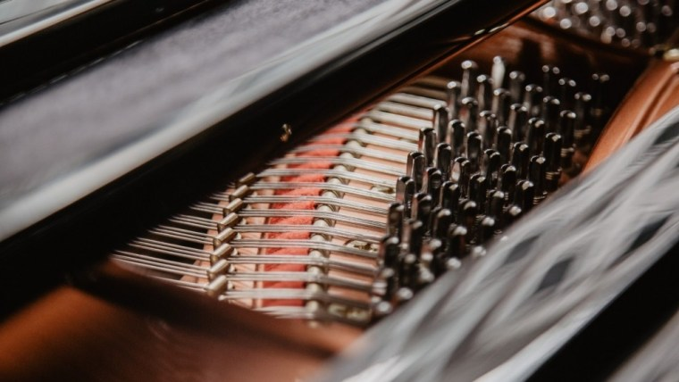 4 einfache Tipps, damit sich ein Klavier nicht so schnell verstimmt