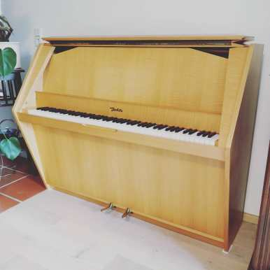 Never seen something like this before! What do you think? Jehle Piano 1973 made in germany . . #handwerk #pianoservice #pianotuner #klavierwerkstatt #klavierstimmer #werkstatt #pianotech #klavier #klavierbau #klavierbauer #handwerk #pianoservice #pianotech#misterpiano #invention #oldbutgold #old #new #piano #pianolover #pianoservicenordwest #piandoo
